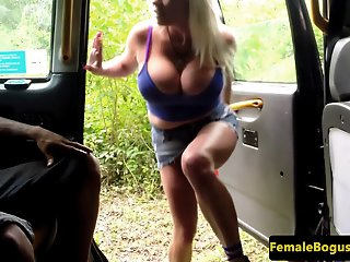 Bigtit cabbie bouncing on..